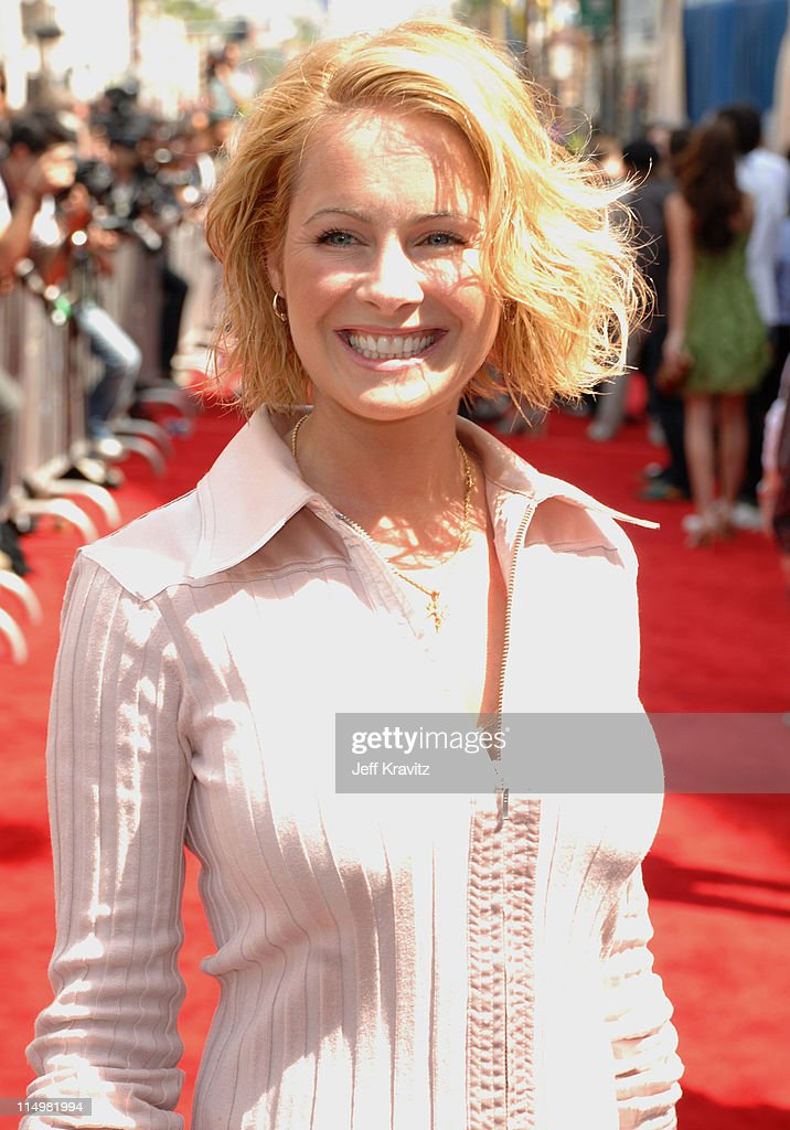 ami dolenz during meet the robinsons los angeles premiere red