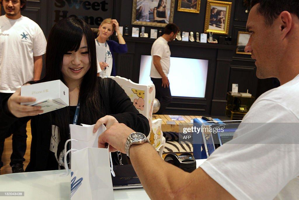 Ami Yang (L), a university student in Au : News Photo