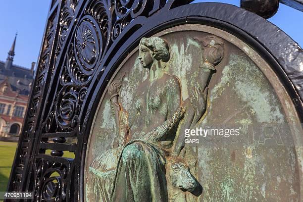 amicitia には、エントランスのザハーグ平和宮殿 - 国際法 ストックフォトと画像
