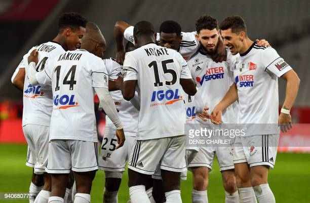 Amiens' Brazilian defender Danilo Fernando Avelar and Amiens's players celebrates after opening the scoring during the French L1 football match...