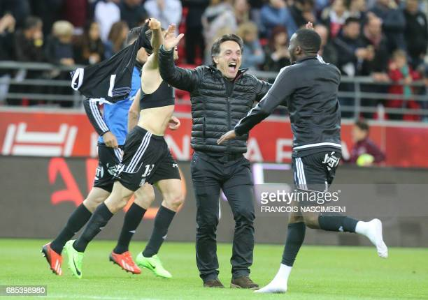 Amiens' coach Christophe Pellissier jubilates after the victory of Amiens during the Ligue 2 Football match ReimsAmiens on May 19 2017 at the Auguste...
