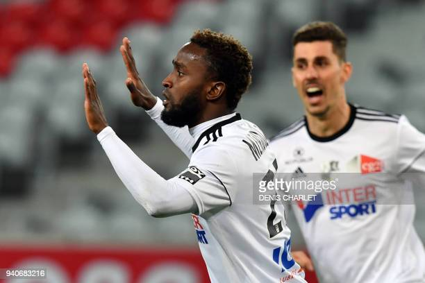 Amiens' Colombian forward Stiven Mendoza celebrates with Amiens' Brazilian defender Danilo Fernando Avelar after opening the scoring during the...