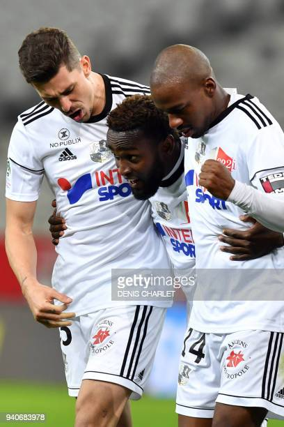 Amiens' Colombian forward Stiven Mendoza celebrates with Amiens' Brazilian defender Danilo Fernando Avelar and Amiens' Congolese forward Gael Kakuta...