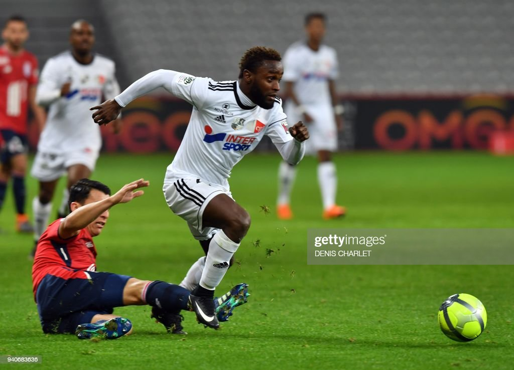 FBL-FRA-LIGUE1-LILLE-AMIENS : News Photo