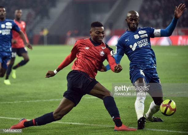 Amiens' French defender PrinceDe Gouano vies for the ball with Lille's Dutch Morrocan forward Anwar ElGhazi during the French L1 football match...