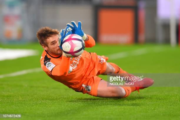 Amiens' French goalkeeper Regis Gurtner makes a safe during the French L1 football match between Bordeaux and Amiens on December 23 2018 at the...