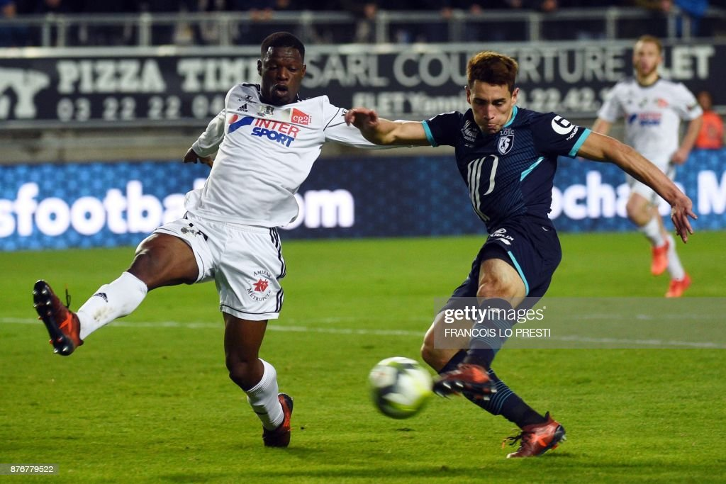 Amiens' French midfielder Tanguy Ndombele (L) vies with Lille's Argentinian forward Ezequiel Ponce during the French L1 football match between Amiens (ASC) and Lille (LOSC) on November 20, 2017, at the Licorne Stadium in Amiens, northern France. /