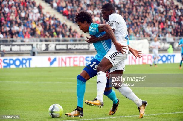 Amiens FrenchCongolese middlefielder Gael Kakuta vies with Olympique de Marseille's French midfielder AndreFrank Zambo Anguissa during the French L1...