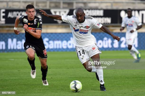 Amiens' Gael Kakuta and vies with Angers' French midfielder Baptiste Santamaria during the French L1 football match between Amiens and Angers on...