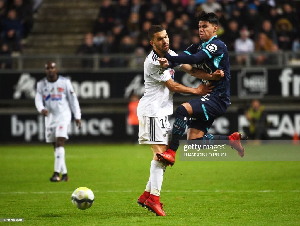 Amiens' Moroccan defender Oualid El-Hajjam (L) vies with Lille's Brazilian forward Louis Araujo during the French L1 football match between Amiens (ASC) and Lille (LOSC) on November 20, 2017, at the Licorne Stadium in Amiens, northern France. /
