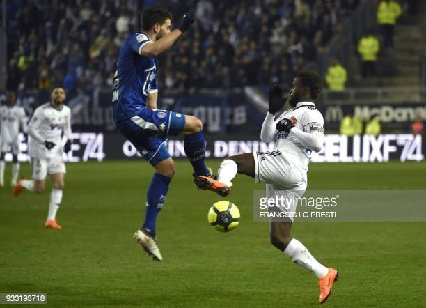 Amiens' Moussa Konate vies with Troyes' Mathieu Deplagne during the French L1 football match between Amiens and Troyes on March 17 2018 at the...