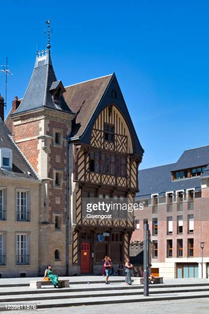 amiens pilgrim's house - gwengoat stock pictures, royalty-free photos & images