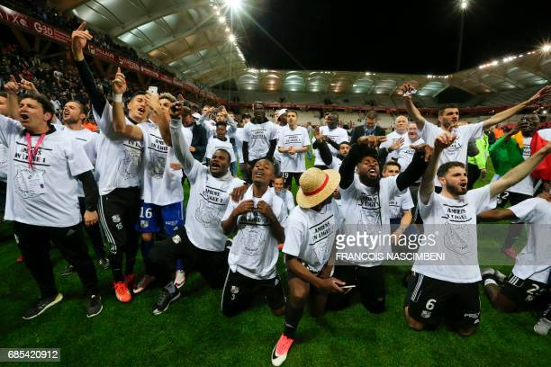 Amiens' players celebrate after the French Ligue 2 Football match Reims versus Amiens on May 19 2017 at the Auguste Delaune Stadium in Reims northern...
