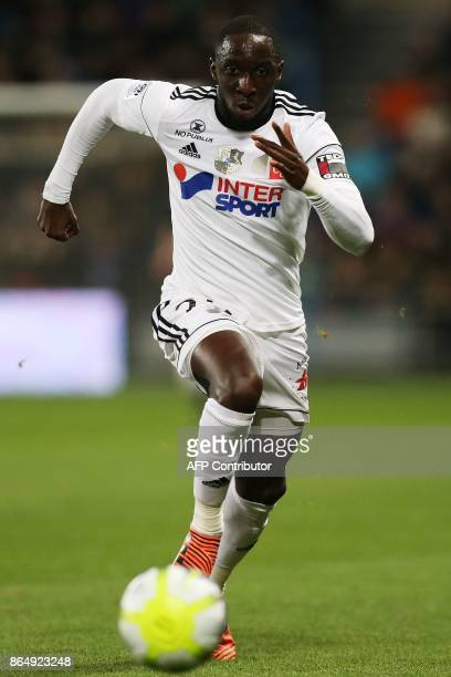 Amiens' Senegalese defender Issa Cissokho controls the ball during the French L1 football match between Amiens and Bordeaux on October 21 at the...