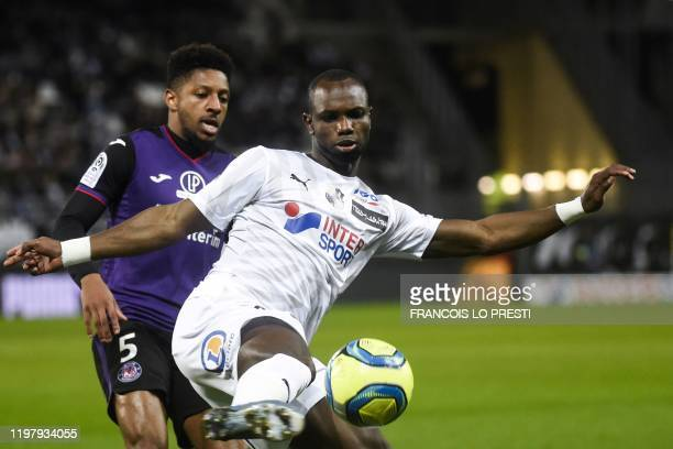 Amiens' Senegalese forward Moussa Konate vies with Toulouse' French defender Steven Moreira during the French L1 football match between Amiens and...