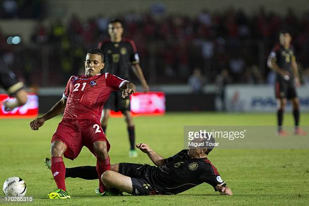 Amilcar Henriquez of Panama competes for the ball with Gerardo Torrado of Mexico during a match between Panama and Mexico as part of FIFA 2014 World...