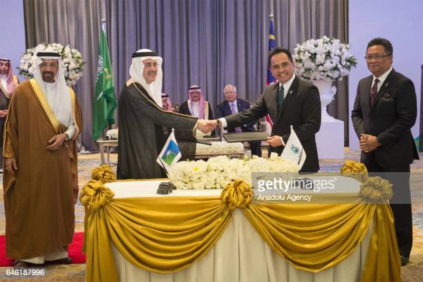 Amin alNasser chief executive of Saudi Aramco and Petronas' president and chief executive Datuk Wan Zulkiflee Wan Ariffin shake hands after signing...