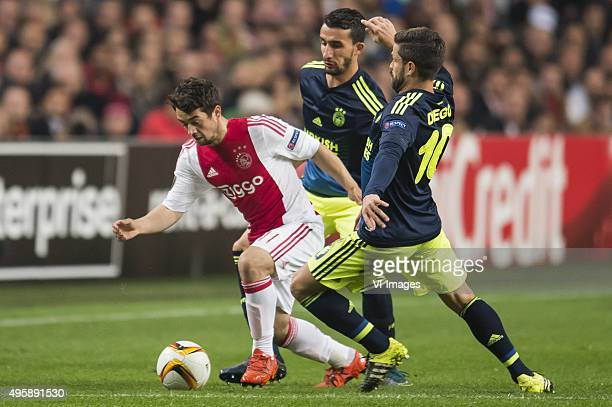 Amin Younes of Ajax Mehmet Topal of Fenerbahce Diego Ribas da Cunha of Fenerbahce during the UEFA Europa League match between Ajax and Fenerbahce on...