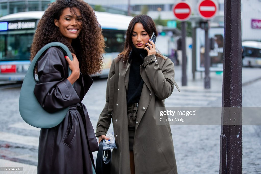 Street Style At Paris Fashion Week - Womenswear Spring Summer 2021 : Day Two : News Photo