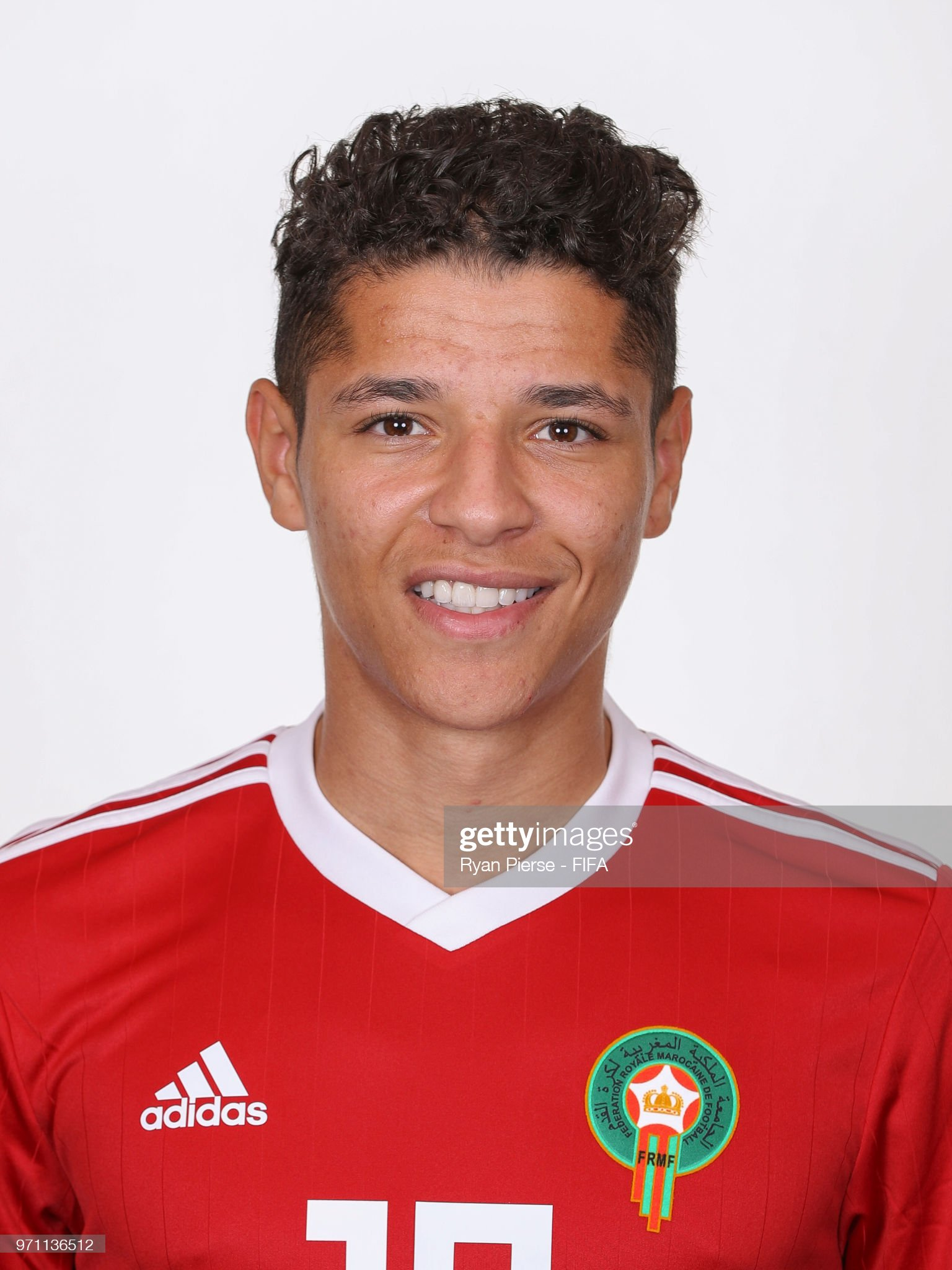 Norteafricanos Amine-harit-of-morocco-poses-during-the-official-fifa-world-cup-2018-picture-id971136512?s=2048x2048