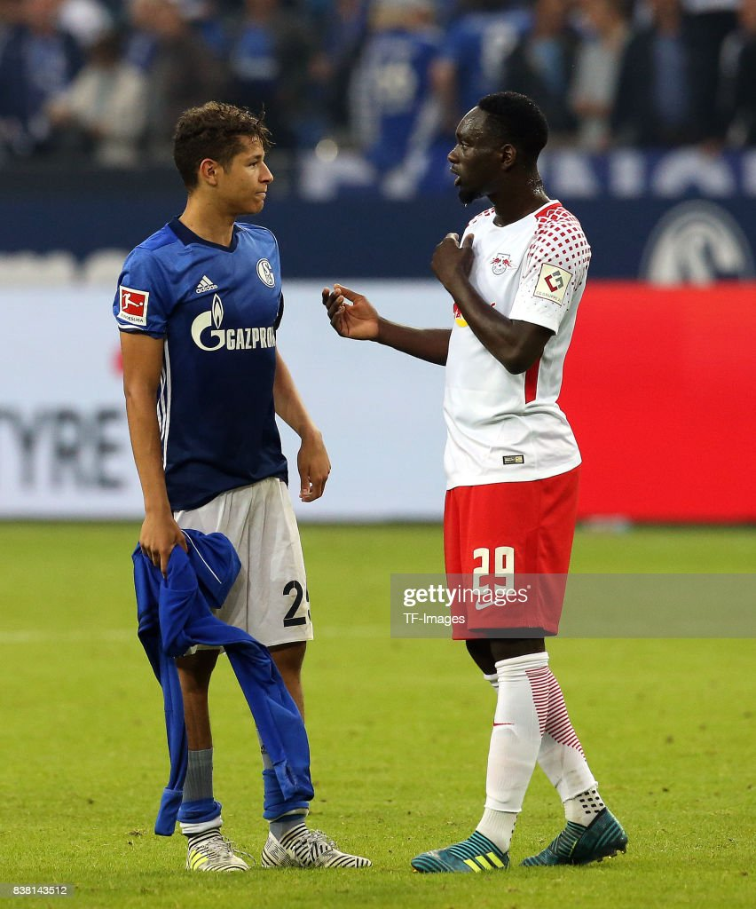 ¿Cuánto mide Jean Kevin Augustin? - Real height Amine-harit-of-schalke-speak-with-jeankevin-augustin-of-leipzig-the-picture-id838143512