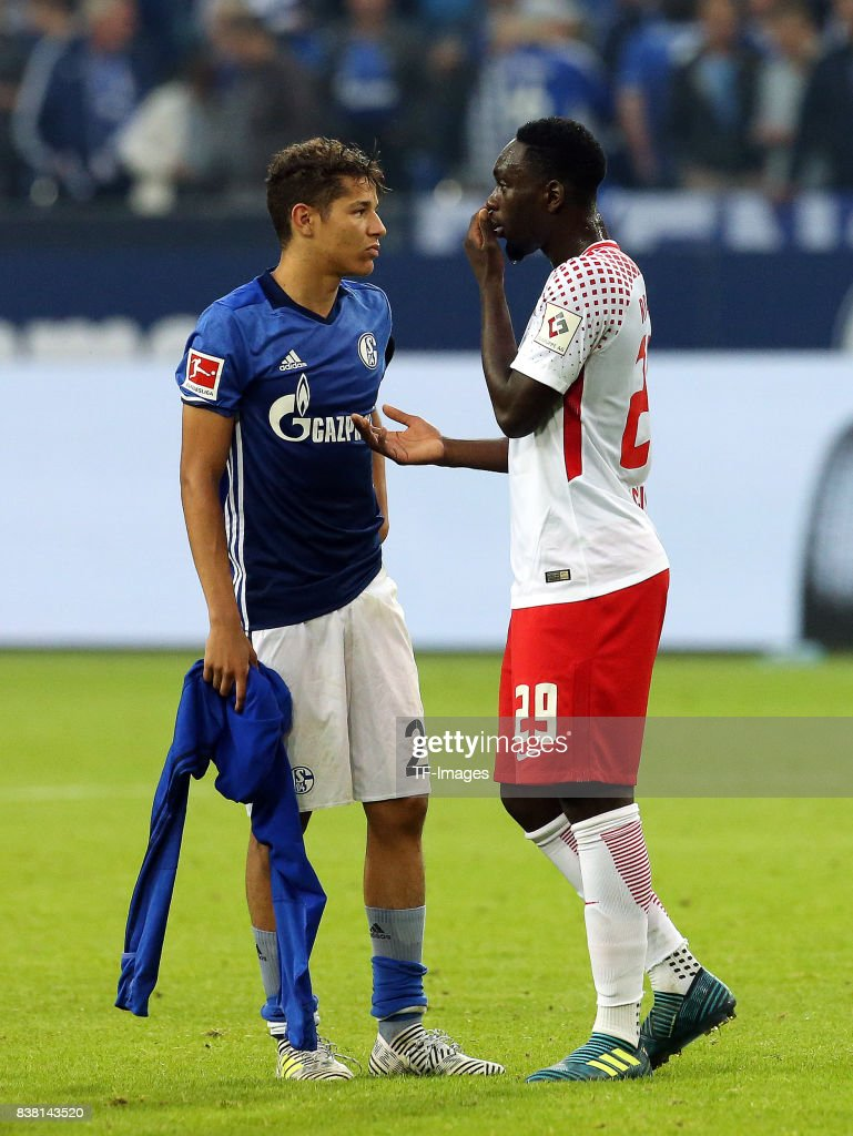 ¿Cuánto mide Jean Kevin Augustin? - Real height Amine-harit-of-schalke-speak-with-jeankevin-augustin-of-leipzig-the-picture-id838143520