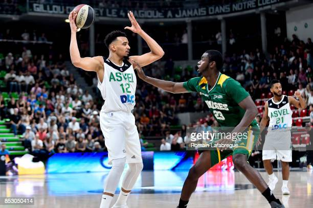 Amine Noua of Lyon of Villeurbanne and Joshua Carter of Limoges during the Pro A match between ASVEL and Limoges on September 24 2017 in Villeurbanne...