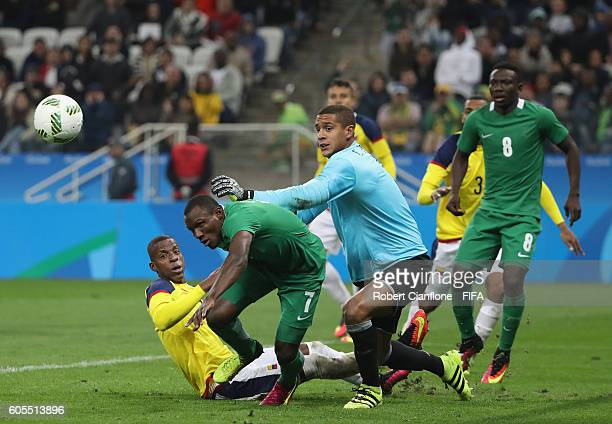 Aminu Umar of Nigeria competes for the ball with Colombian goalkeeper Cristian Bonilla during the Men's First Round Group B match between Colombia...