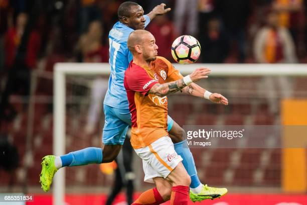 Aminu Umar of Osmanlispor Futbol Kulubu Wesley Sneijder of Galatasarayduring the Turkish Spor Toto Super Lig football match between Galatasaray SK...