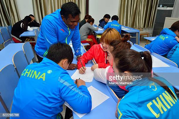 Aminul Islam Development of Asia Office talks to Chinese National Team on April 16 2016 at Shanghai University of Medicine and Health Sciences in...