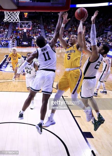 Amir Coffey of the Minnesota Golden Gophers shoots the ball against the Michigan State Spartans during the second half in the second round game of...