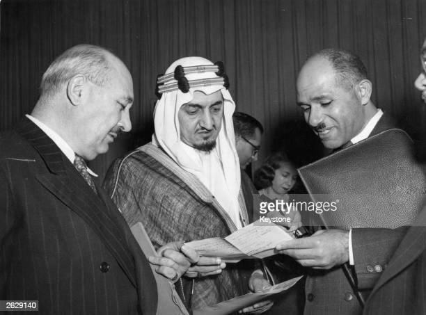 Amir Faisal al Saud II of Saudi Arabia, centre, meets with Iraqi and Egyptian delegates, Abdullah Damlougi and Abdelmonem Mostafa, left and rigth...