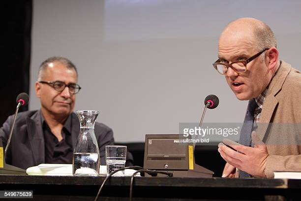Amir Hassan Cheheltan Iran Schriftsteller stellt die TeheranTrilogie vor LITERATURFESTIVAL BERLIN in Berlin rechts Moderator Thomas Böhm