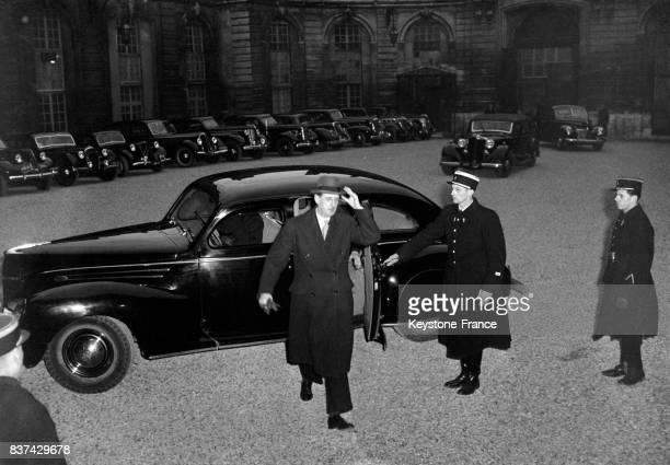 L'amiral d'Argenlieu gouverneur de l'Indochine arrivant au Palais de l'Elysée à Paris France en 1946