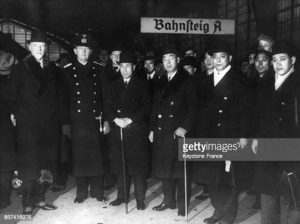 L'amiral Isoroku Yamamoto est accueilli à la gare de Berlin Allemagne par l'amiral Paul Behnke le capitaine Brückners et l'ambassadeur japonais en...