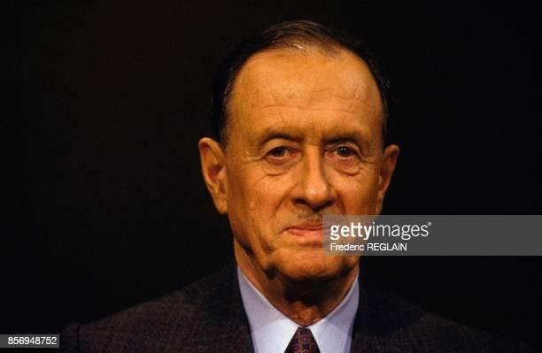 L'amiral Philippe de Gaulle sur un plateau de television le 28 janvier 1991 a Paris France