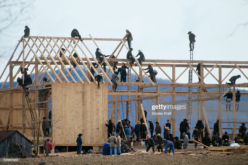 Amish Men Rebuild Barn Destroyed by Arson : News Photo