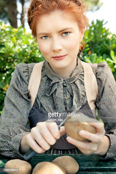 amish woman - amish woman stock pictures, royalty-free photos & images