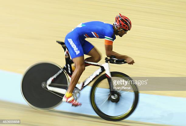 Amit Kumar of India competes in the Men's 4000m Individual Pursuit Qualifying at Sir Chris Hoy Velodrome during day two of the Glasgow 2014...