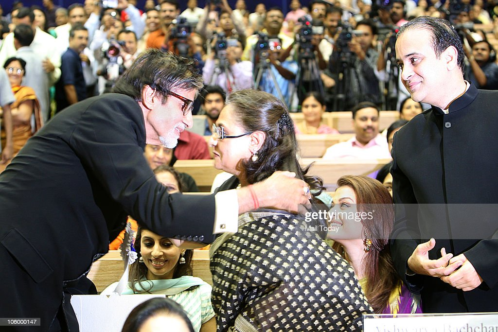Amitabh Bachchan is congratulated by wife Jaya as Shweta Aishwarya and Nikhil Nanda looks on after he won the Best actor National award for `Paa`...