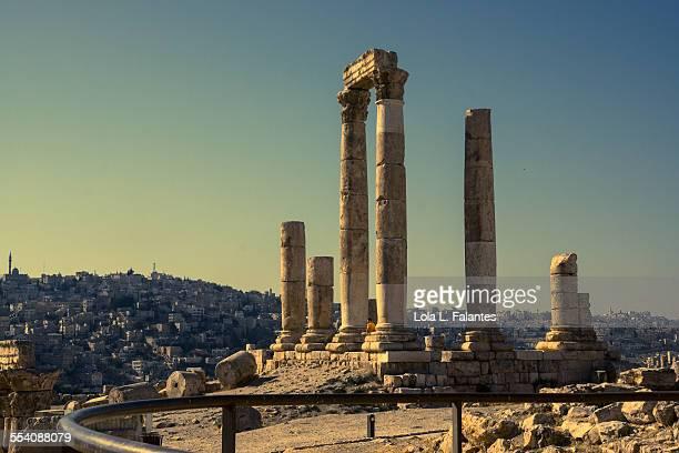 amman hercules temple at sunset - amman stockfoto's en -beelden