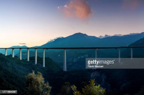 among the forty highest bridges in the world, the italia viaduct is 260-metre-high (850 feet) - italia stock-fotos und bilder