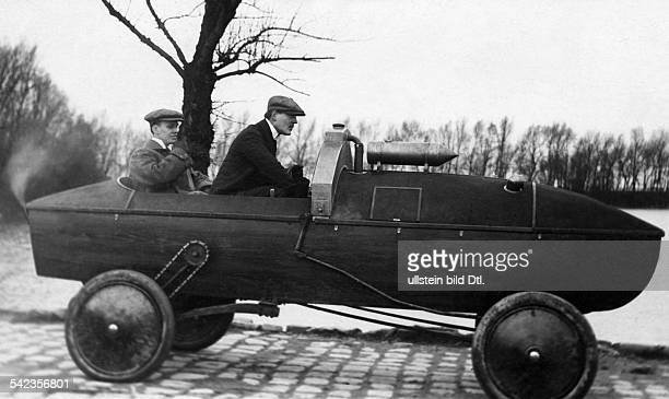 amphibian vehicles Vienna selfmade amphibian car on shore date unknown probably 1915 puiblished in Nr 14/1915
