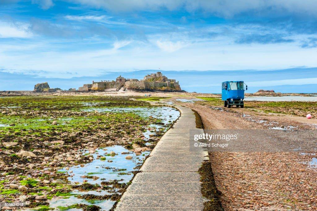 Amphibious Vehicle leaving Elizabeth Castle Jersey : Stock-Foto