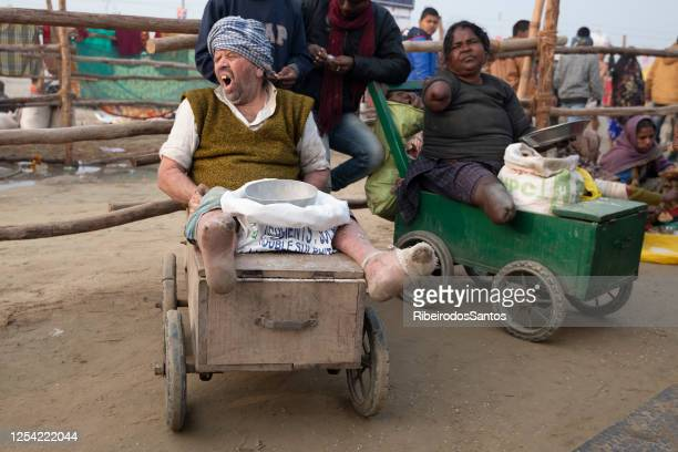 amputee lepers begging in kumbh mela - lebbra foto e immagini stock