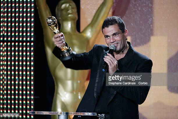 Amr Diab receives an award during the World Music Awards 2007 in Monte Carlo