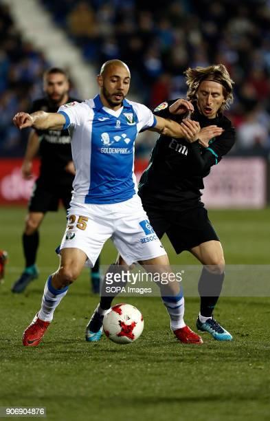 STADIUM LEGANéS MADRID SPAIN Amrabat competes for the ball with Modric during the match Jan 2018 Leganés and Real Madrid CF at Butarque Stadium Copa...