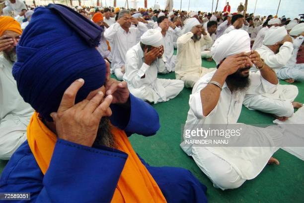 Indian prisoners perform Yoga exercises during a teaching session by the Yoga Guru Swami Ramdev at The Central Jail in Amritsar17 November 2006...