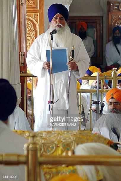 Indian Sikh priest Giani Joginder Singh Vedanti Jathedar addresses those assembled at the Sri Akal Takht Sahib at the Golden Temple in Amritsar, 06...
