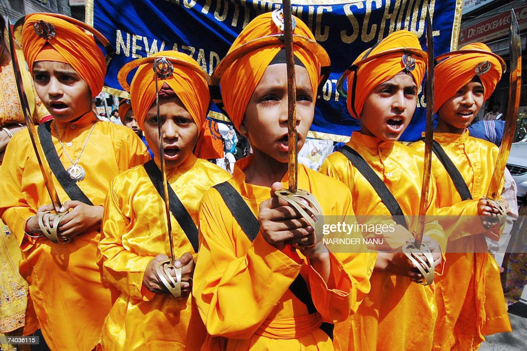 Indian Sikh school children dressed as h... : News Photo